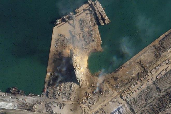 vụ nổ phá hủy một phần đường bờ biển và để lại một miệng hố đường kính gần 120 m.